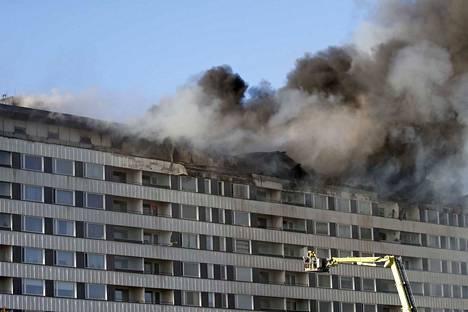 Porin keskustassa sijaitsevan liike- ja asuinkerrostalo Keskuskartanon tulipalo.