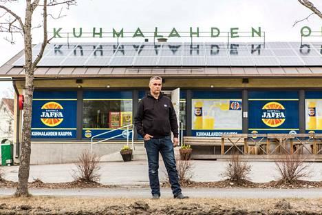 Kuhmalahden kaupan kauppias Hannu Knaapin kesässä on monta kysymysmerkkiä: tautitilanne, mahdolliset liikkumisrajoitukset, miten käy ihmisten lomille sekä jokakesäinen aihe: sää.