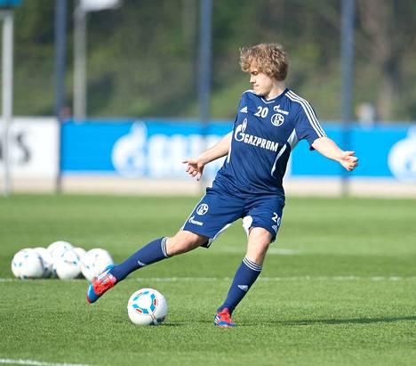 Näin Teemu Pukki verrytteli vuonna 2012 ennen Schalke–Borussia Dortmund -ottelua.
