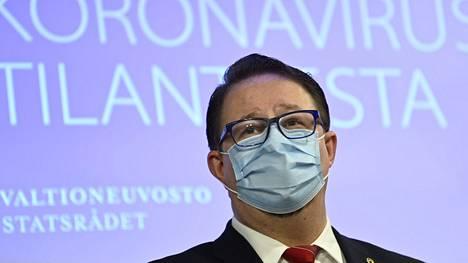 Terveyden ja hyvinvoinnin laitoksen (THL) johtaja Mika Salminen korostaa, että laitoksen kanta liikkumisrajoituksista ei muuttunut.