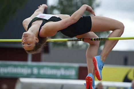 Ella Junnila ylitti viime viikolla Tampereella korkeuden 195, jolla hän paransi omissa nimissä ollutta Suomen ennätystä sentillä.