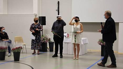 Mäntän seudun koulutuskeskuksen valmistujaisjuhlassa lakitettiin kaksi kaksoistutkinnon suorittanutta, Rasmus Nieminen ja Lotta Sinisalo.