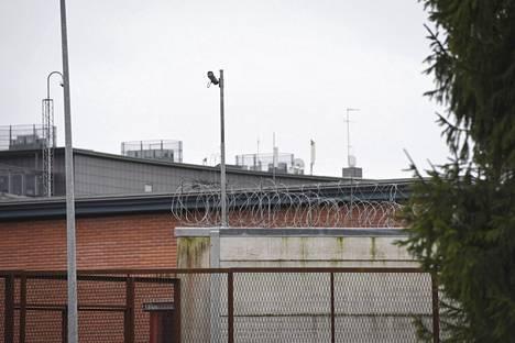 Lokakuussa Rikosseuraamuslaitos teki oikeusministeriölle lakiehdotuksen, että alaikäiset tutkintavangit voitaisiin jatkossa sijoittaa lastensuojelun yksiköihin Vantaan vankilan kaltaisten, aikuisille tarkoitettujen karujen tutkintavankeuslaitosten sijaan.
