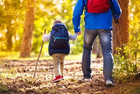 Kirjoittajien mukaan lapsen etu ei ole mielipidekysymys. Myös lasten itsensä kuuleminen on tärkeää esimerkiksi palveluiden ja päätöksenteon kehittämiseksi.