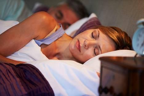 Liian lyhyet yöunet heikentävät vastustuskykyä, mikä altistaa monille sairauksille.