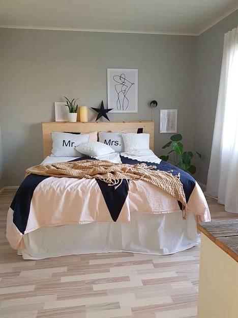 Vaikka makuuhuoneen sisustus miellyttää tällä hetkellä eniten Pesolan silmää, on olohuone paikka, jossa perhe viettää eniten aikaa yhdessä.
