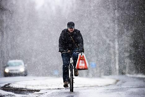 Ajokeli huononi jo tiistaina sankan lumisateen takia.