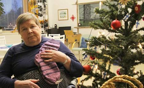 Pihlajavedeltä kotoisin oleva Ulla Ruskeeahde on menettänyt jo useita omaisiaan ja kiittää keuruulaisia saamistaan joululahjoista.