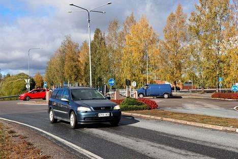 Satakunnantien liikenne on aika ajoin melko vilkasta. Nyt ely-keskus haluaa ajonopeudet kuriin.
