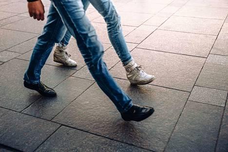 Vauhdikas kävely onnistuu, jos tasapaino, lihakset ja pää toimivat hyvin.