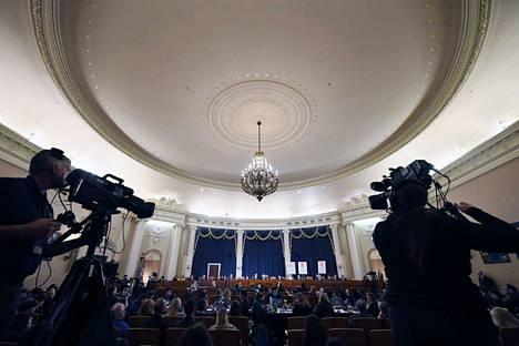 Marraskuun aikana edustajainhuoneen tiedusteluvaliokunta kuuli useita todistajia. Tällä tietoa uusia julkisia kuulemisia ei ole lisätty kalenteriin.