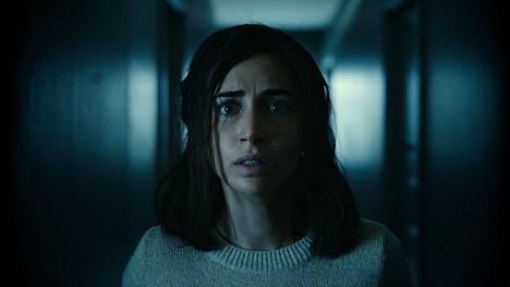 Tukholmalaisnäyttelijä Dilan Gwyn tekee roolinsa hyvin huonossa elokuvassa.