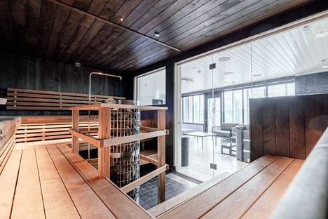 Edustava saunaosasto kabinetteineen sopii hyvin yritysten, yhdistysten ja monenlaisten muiden ryhmien käyttöön.