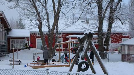 Päiväkoti Norkoolin lapsilla ja henkilökunnalla sekä Ahlstömin koulun oppilailla ja keittiöhenkilökunnalla on todettu vatsatautia, jonka syitä PoSan terveysvalvonta selvittää.
