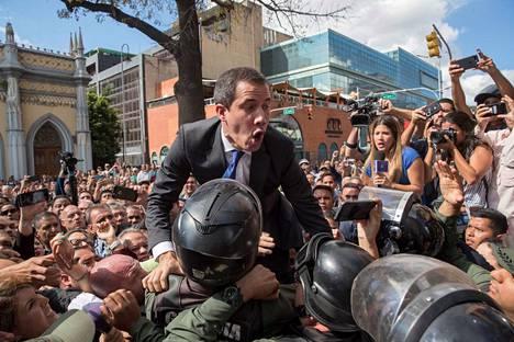 Turvallisuusjoukot estivät oppositiojohtaja Juan Guaidón pääsyn parlamenttiin tammikuun alussa.