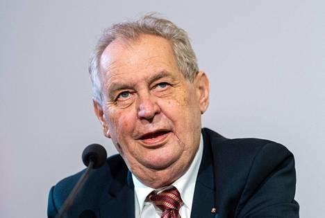 Tshekin presidentti Milos Zeman lehdistötilaisuudessa Wienissä kesäkuun 10. päivä.