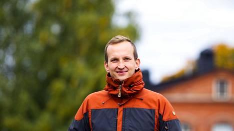Mikko Franssila kertoo, että on aina lukenut paljon lehtiä ja seurannut politiikkaa niin paikallisella kuin valtakunnallisella tasolla. Hän toteaa, että tietynlainen pelaaminen ja joskus kyynärpäätkin kuuluvat politiikkaan, mutta pääosin poliitikot tulevat toimeen keskenään.