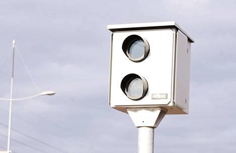 Valvontakamerat ja valvonta-autot ovat käytössä nopeusvalvontamaratonilla nopeutta valvovien poliisipartioiden lisäksi.