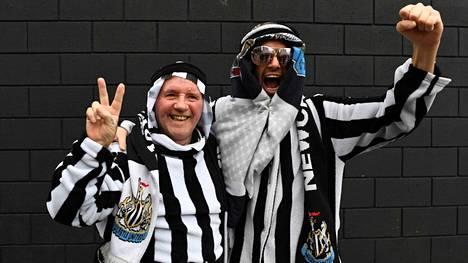 Newcastlen fanit ottivat riemuiten vastaan omistajanvaihdoksen. Valta on nyt äveriäillä saudeilla.