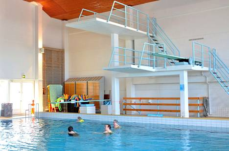 Muun muassa Rauman uimahalli suljetaan heikentyneen koronatilanteen takia.