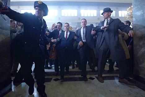The Irishman on Martin Scorsesen uusin eeppinen gangsterielokuva, pääosissa Robert De Niro ja Al Pacino. Netflixin suurin elokuvasatsaus saapui elokuvateattereihin tänä viikonloppuna ja suoratoistopalveluun 27. marraskuuta.