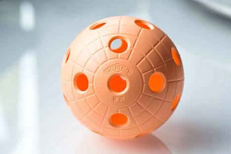 Pallo liikuu lauantaina Harjuniityn liikuntahallissa naisten voimalla.