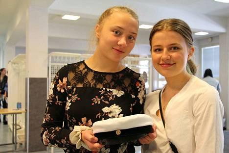 Kaisa Anttila ja Vilhelmiina Suvanto juhlivat nyt perheen kanssa ja syksyllä isommin.