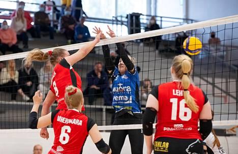 Veera Hietalan (8), Jenna Vihervaaran ja Carina Lehdon Isku käynnisti kautensa kaatamalla Lempo-Volleyn Kaukajärvellä erin 3–0.