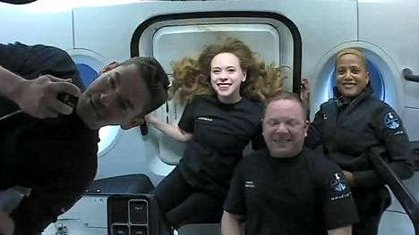 Matkustajaryhmä eli Jared Isaacman, Hayley Arceneaux, Christopher Sembroski ja Sian Proctor.