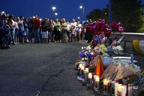21-vuotias mies surmasi 20 ostoskeskuksessa ollutta ihmistä El Pasossa lauantaina. Kuolleiden joukossa oli muun muassa 23- ja 24-vuotiaat vanhemmat, joiden kaksikuukautinen vauva selvisi ampumisesta.