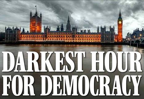 Daily Expressin kannessa julistettiin, että kyseessä on demokratian synkin hetki.
