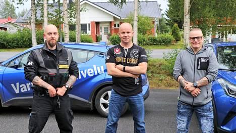 Pasi Korpela (keskellä) siirtyy Kankaanpään Vartiointipalvelu Oy:n johdosta uusiin tehtäviin. Matti Koivuporras (vasemmalla) ja Petteri Kauppinen lähtevät pyörittämään yritystä Pasin jalan jäljissä.