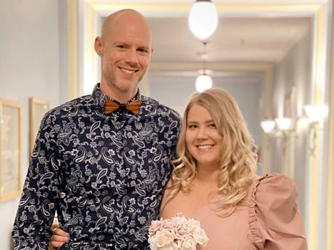 Anne Lahtisen ja Michael Brownin rakkaus sai alkunsa korvapuusteista, joita Michael leipoi, kun lähetti viestiä Annelle.