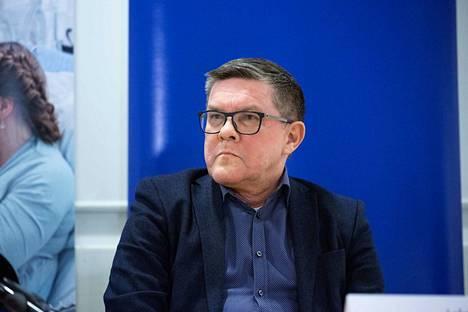 Johtajaylilääkäri Juhani Sand vastasi Aamulehden esittämiin kysymyksiin.