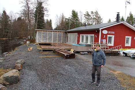 Toimitusjohtaja Jaakko Ojamo uskoo ennen kaikkea hyvän palvelun voimaan matkailualalla.