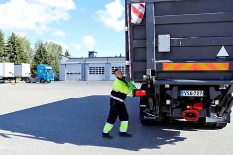 Huittislainen Jari Happonen opiskelee Sataedussa yhdistelmäajoneuvonkuljettajaksi. Opintoja on takana vasta kuukausi.