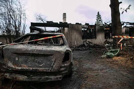 Nainen sytytti omakotitalon palamaan Kangasalan Vatialassa marraskuussa 2017. Sisällä olleet tuomitun isoäiti ja setä kuolivat palossa.