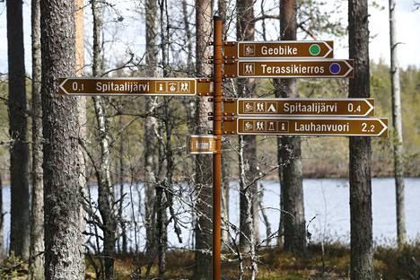 Tutustu alueen erikoisuuksiin ja kerro kokemuksistasi! Lauhanvuoren kansallispuisto Etelä-Pohjanmaan maakunnan Isojoen ja Kauhajoen sekä Satakunnan maakunnan Honkajoen alueella. Lauhanvuori on Länsi-Suomen korkein vuori, 231 metriä merenpinnasta.