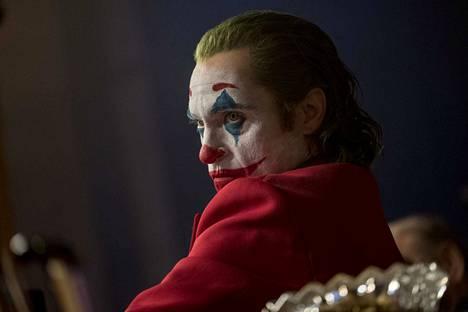 Joker taivuttaa sarjakuvaelokuvan kaavaa ja tuo sen kiusallisen lähelle arkipäivää. Pääosassa on Joaquin Phoenix.