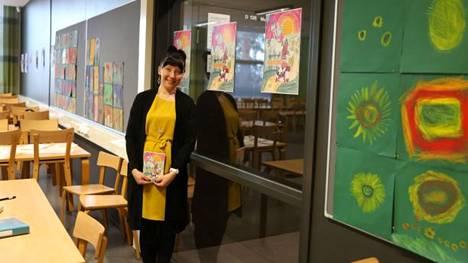 Oppilaat piirsivät kaikki runokirjan kuvat, ja valitsivat äänestämällä kirjan kansikuvan. Johanna Perkiö piti Nokian koululla runotyöpajoja ja kirjoitti runot.