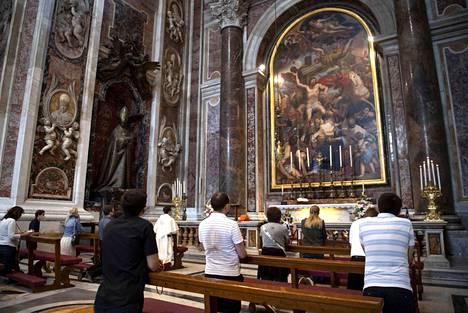 Italialaiset ovat maanantaista alkaen saaneet osallistua kirkollisiin tapahtumiin paikan päällä.
