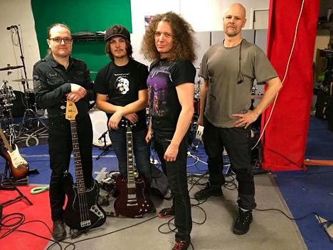 Black Sabbath -yhtyeen debyyttilevyn julkaisusta tulee torstaina kuluneeksi 50 vuotta. Sen kunniaksi jämsäläisistä ja jämsäläislähtöisistä muusikoista pääosin koostuva The Dark Riders muuntautuu Spiritus Sabbathi -yhtyeeksi ja vetää kaksi teemakeikkaa viikonloppuna.