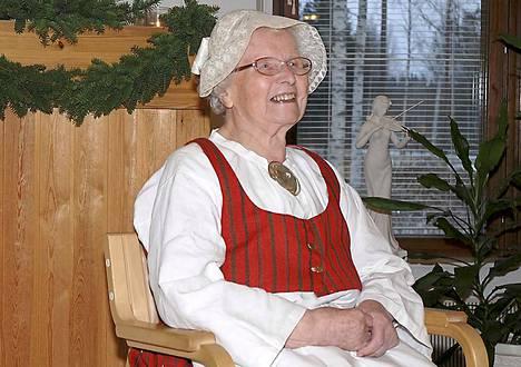 Kotiseutuneuvos Kaarina Pollarin syntymästä on kulunut 100 vuotta. Kuva Pollarin 90-vuotisjuhlista.