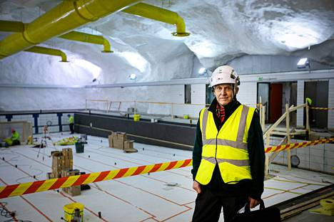 Rakennusarkkitehti Arjo Harmes suunnitteli 1970-luvulla Hervannan uimahallin sisätilat 30 metrin syvyyteen. Vuonna 1978 valmistunut uimahalli on parhaillaan remontissa. Allasosasto näyttää pääpiirteissään samalta kuin valmistuessaan aikanaan.