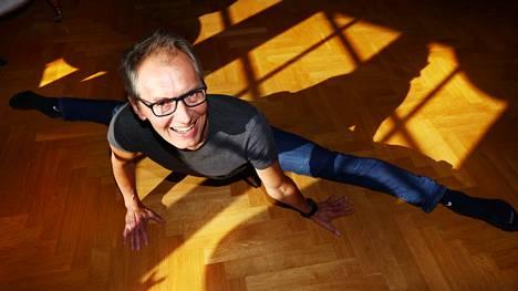 Koreografi Jorma Elo kertoo, ettei jaksaisi kuormittavaa työtä ilman omaa jokapäiväistä treenaamista. Tennis, kuntosalilla käynti ja balettiharjoitukset eivät kiireessäkään jää välistä.