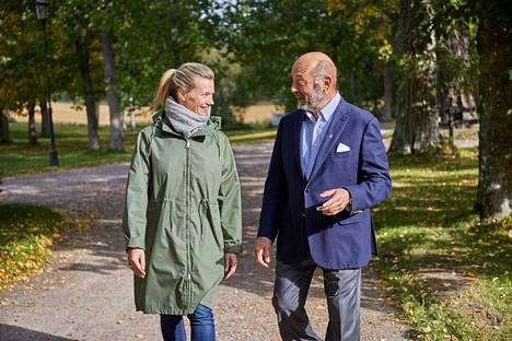 Ilkka Brotherus osti Sinituotteen vuonna 1988. Yrityksen nykyisenä toimitusjohtajana työskentelee hänen tyttärensä Johanna Hamro-Drotz.