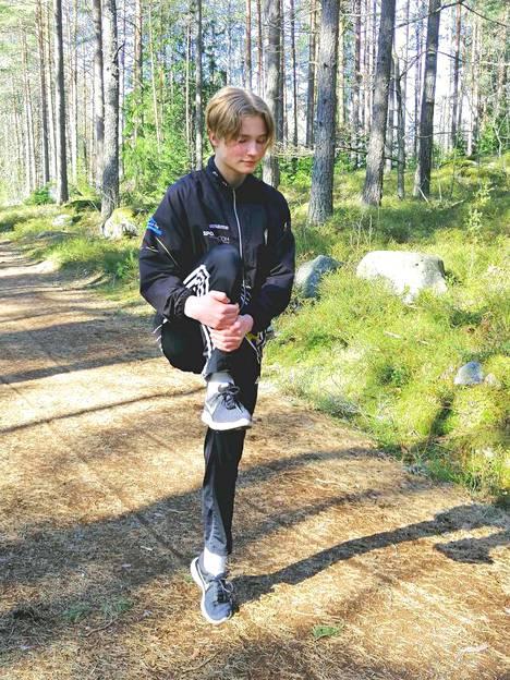 Wiljam Söderholm harjoittelee SM-kisoja varten.  Ryhmäharjoitukset vaihtuivat omatoimisiksi harjoituksiksi koronauhan vuoksi.