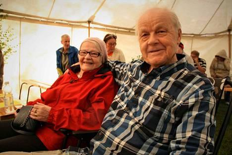 """Saara-Liisa ja Ilmari Riekkinen käyvät aktiivisesti helluntaiseurakunnan tapahtumissa. """"Evankeliumin levittäminen on työtä, josta saa palkan taivaassa,"""" Ilmari Riekkinen sanoo. Eri puolilla Suomea ja Ruotsissakin asunut pariskunta on asettunut nyt Kokemäelle."""
