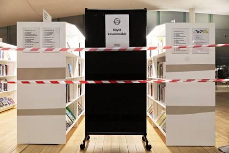 Helsingissä rajoitettiin koronarajoitusten vuoksi marraskuun lopussa muun muassa kirjastojen toimintaa.