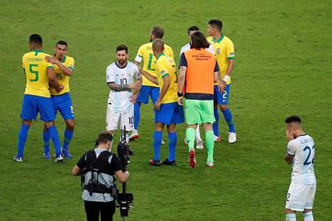 Brasilia selviytyi Etelä-Amerikan mestaruusturnauksen loppuotteluun. Lionel Messin haaveet maajoukkuemenestyksestä siirtyivät jälleen ainakin vuodella.